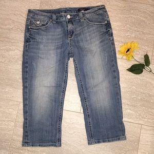 EUC Vigoss Distressed Stretch Capri Jeans